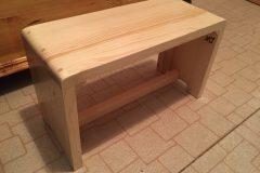 Drevený stolček zo smrekového dreva