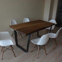 jedálenský stol z masívu