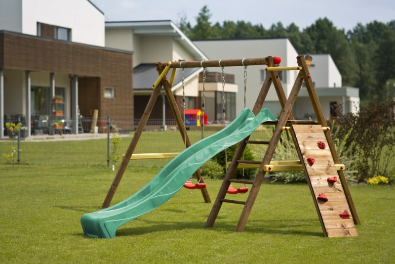 drevena hojdačka pre deti so šmykalou a lezeckou stenou